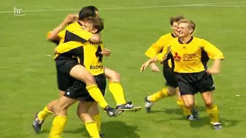 Jubelnde Spieler des SV Asbach