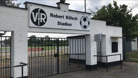 Der Eingang im Stadion des VfR Bürstadt.
