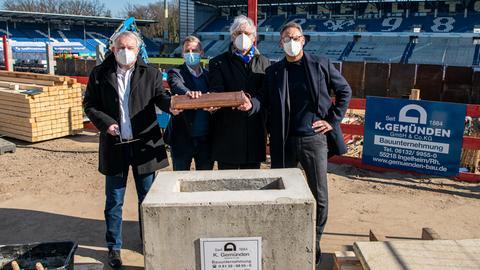Grundsteinlegung bei Darmstadt 98 mit Stadtkämmerer André Schellenberg, Geschäftsführer Michael Weilguny, Oberbürgermeister Jochen Partsch, Präsident Rüdiger Fritsch