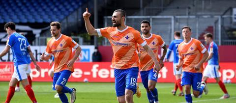 Serdar Dursun jubelt über seinen Doppelpack.
