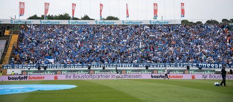 Die Fans des SV Darmstadt 98 verabschieden sich am Samstag von der Gegengerade.