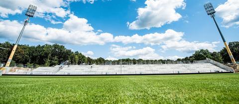 Die neue Gegengerade der Lilien wird gegen Holstein Kiel eingeweiht.