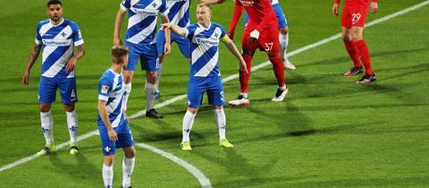 Fabian Holland gibt die Richtung in der Abwehr vor.