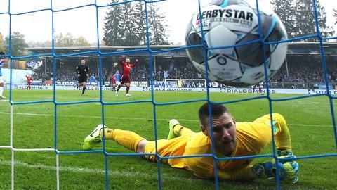 Nicht schon wieder! Ein erneuter Patzer von Marcel Schuhen führte bei Darmstadt 98 zum Punktverlust.