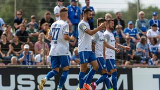 Darmstadts Spieler jubeln beim Spiel in Oberneuland