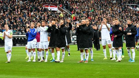 Profis des SV Darmstadt 98 nach dem Sieg beim FC St. Pauli