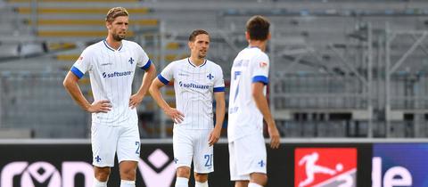 Darmstadt-Abwehrmann Lasse Sobiech und die Teamkollegen sind enttäuscht.