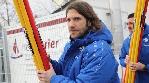 Lilien-Trainer Torsten Frings auf dem Weg zum Training