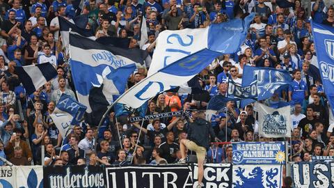 Der Lilien-Fanblock beim Spiel auf St. Pauli