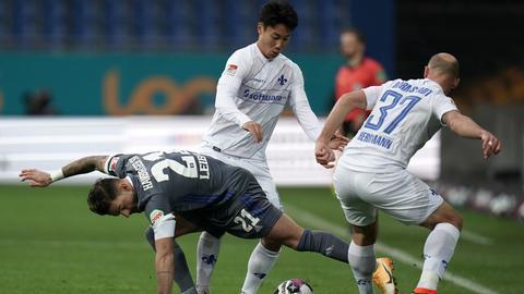 Ein Zweikampf im Spiel der Lilien gegen den HSV