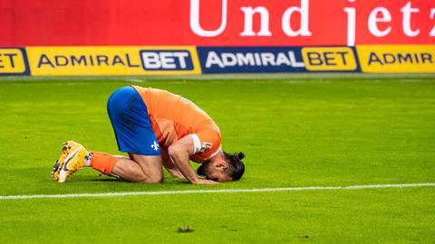 Lilien-Stürmer Serdar Dursun bejubelt sein Tor zum 2:0 in Hamburg.