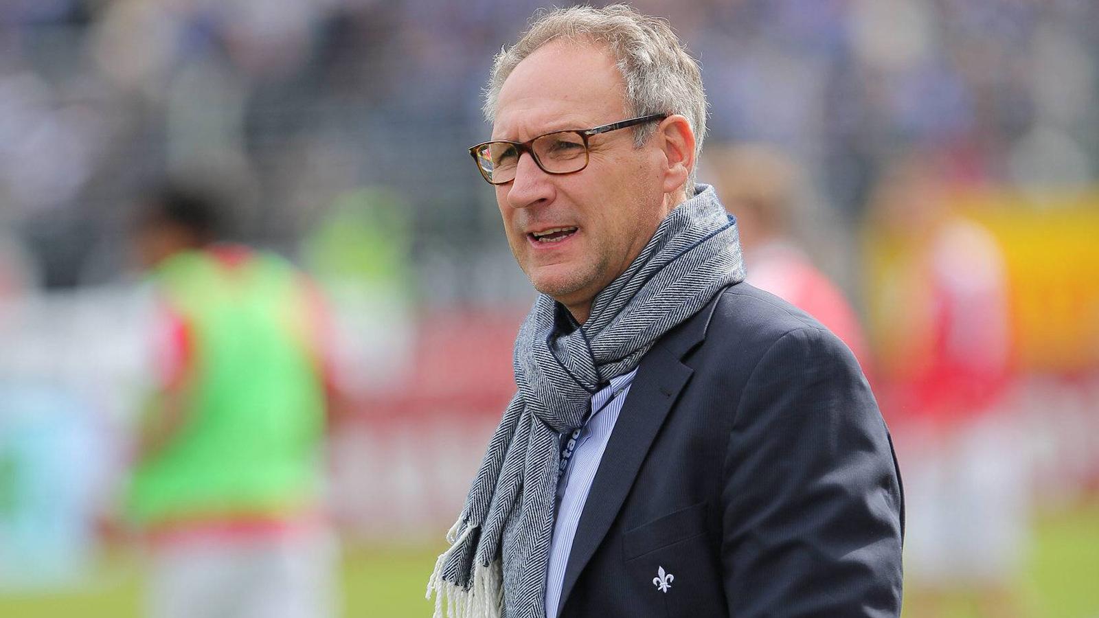 SV98-Präsident Rüdiger Fritsch schaut ernst.