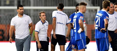 Dimitrios Grammozis und Spieler des SV Darmstadt 98