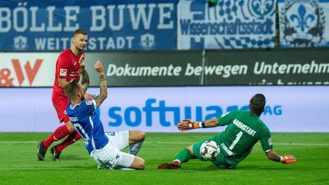 Florian Hartherz trifft in der dritten Minute der Nachspielzeit zum Sieg für Bielefeld in Darmstadt.