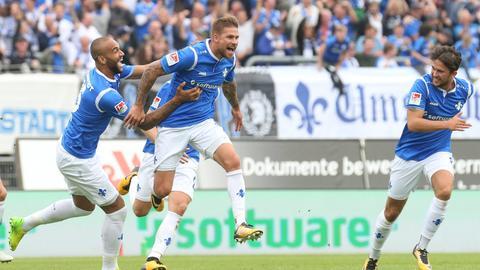 Die Lilien bejubeln das 3:3 gegen Dresden.
