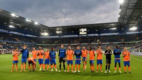 Die Lilien bejubeln den Sieg in Duisburg