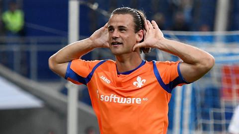 Yannick Stark bejubelt seinen Treffer in Duisburg