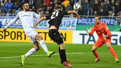 Serdas Dursun von Darmstadt 98 im Pokal gegen den KSC