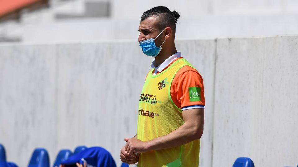 Serdar Dursun von Darmstadt 98 trägt eine Corona-Maske
