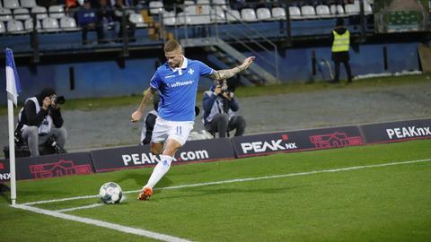 Tobias Kempe beim Eckball