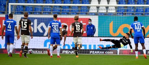 Szene aus dem Spiel zwischen Darmstadt und St. Pauli