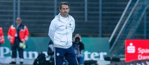 Dirk Schuster an der Seitenlinie
