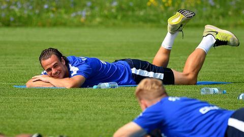 Yannick Stark ruht sich im Training aus