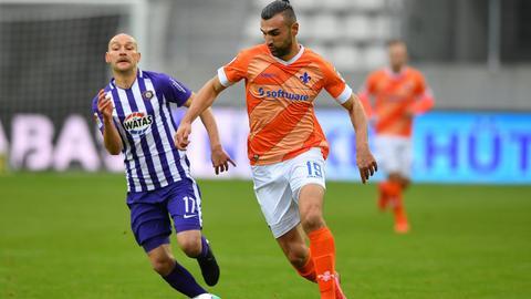 Serdar Dursun vom SV Darmstadt 98 im Spiel gegen Erzgebirge Aue