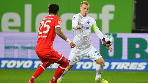 Fabian Holland von Darmstadt 98 im Spiel bei Fortuna Düsseldorf