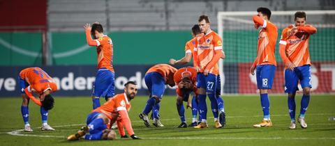 Enttäuschung bei Darmstadt 98 nach dem Pokal-Aus in Kiel