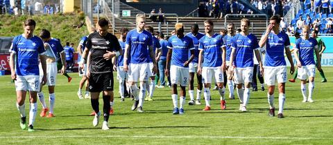Die Spieler des SV Darmstadt 98 waren erschöpft nach der Partie gegen den VfL Bochum.