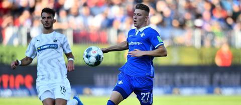 Tim Skarke von Darmstadt 98 im Spiel in Sandhausen