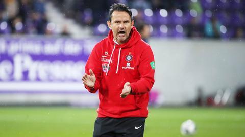 Unter Strom: Aue-Trainer Dirk Schuster kehrt für einen Abend ans Böllenfalltor zurück.