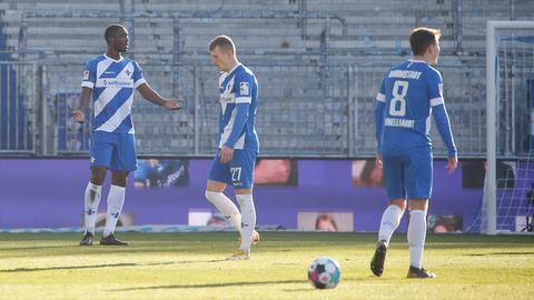 Spieler des SV Darmstadt 98 nach dem Spiel gegen Hannover 96