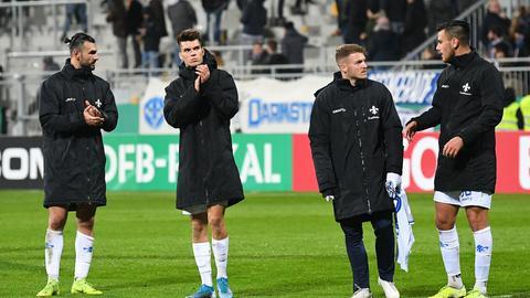 Spieler des SV Darmstadt 98 nach der Niederlage im Pokal