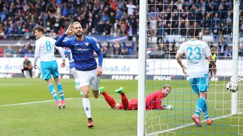 Mario Vrancic jubelt über den Führungstreffer gegen Schalke 04.