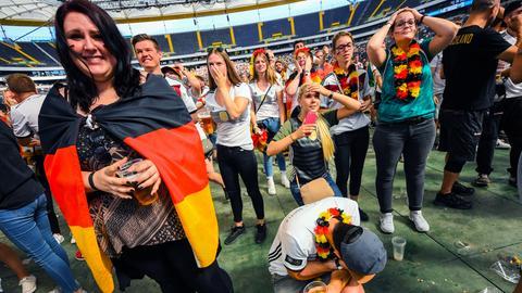 Lange Gesichter beim Public Viewing in der Commerzbank-Arena