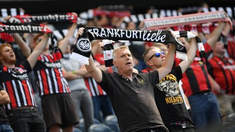 Frankfurter Fans vor dem Spiel der Eintracht.