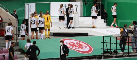 Hängende Köpfe nach der knappen 0:1-Niederlage im Pokalfinale bei den Eintracht Frankfurt Frauen.