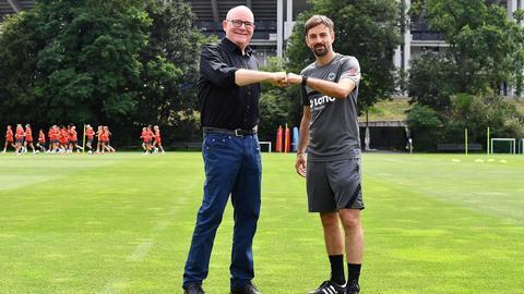 Sigfried Dietrich und Niko Arnautis beim Trainingsauftakt der Eintracht Frankfurt Frauen.