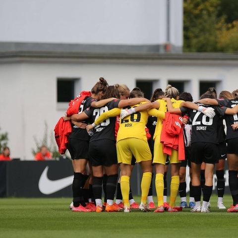 Eintracht Frankfurt Frauen vor einem Testspiel