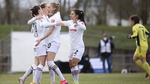 Die Fußballerinnen von Eintracht Frankfurt jubeln