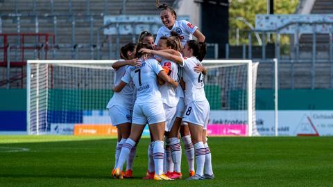 Jubelnde Spielerinnen von Eintracht Frankfurt