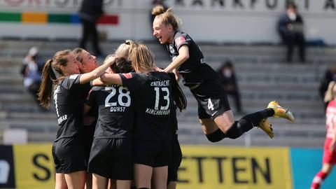 Eintracht Frankfurt bejubelt den Einzug ins DFB-Pokal-Finale.