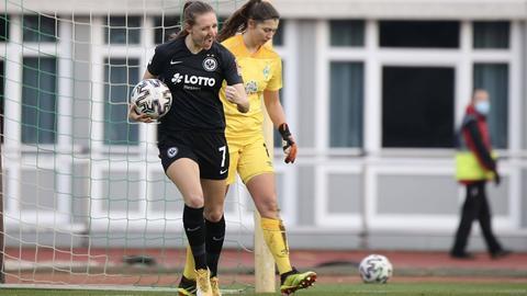 Lara Prasnikar bejubelt einen ihrer Treffer gegen Bremen