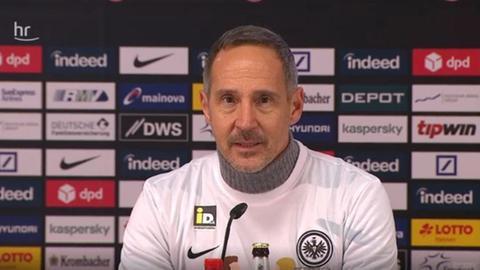 Eintracht-Trainer Adi Hütter bei einer Pressekonferenz