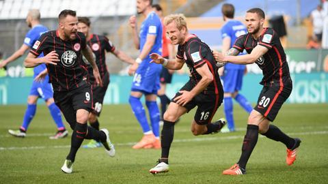 Stefan Aigner jubelt nach seinem Tor gegen Darmstadt.