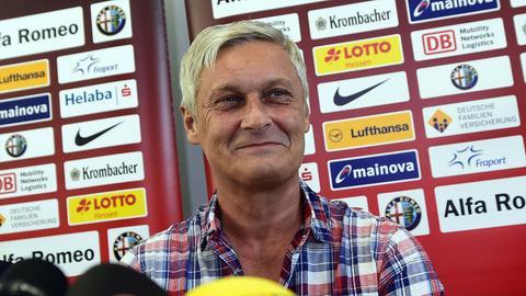 Armin Veh gute gelaunt bei der Pressekonferenz