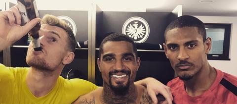Boateng, Hradecky und Haller stoßen auf den Sieg gegen Werder an