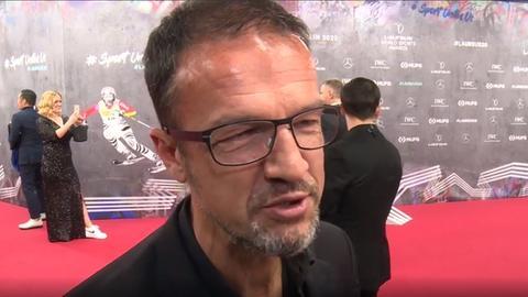 Fredi Bobic beim Interview in Berlin